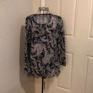 WOMANS PULLOVER TOP